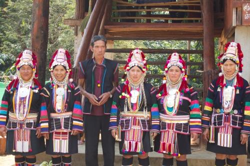 アカ族伝統衣装