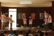 タイの小学生の前で劇を披露しました